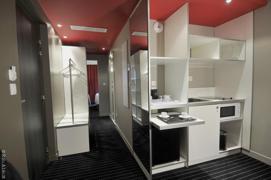 telia in lyon. Black Bedroom Furniture Sets. Home Design Ideas